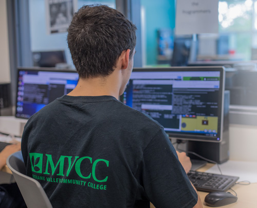 Student learns programming in Cyberlab
